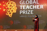 Hanan Al Hroub - Global Teacher Prize: Egy palesztin tanárnő kiemelkedő nemzetközi díjazása. A Palestinian teacher has won a $1m global teaching prize.